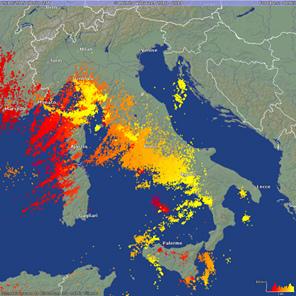 12049690_1737944206428673_24時間で5万回の雷.jpg