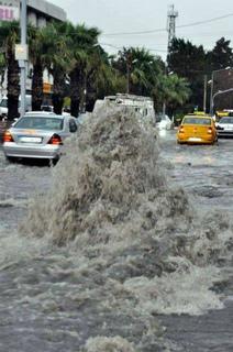 12311231_1746269262262834_トルコ、イズミルの昨夜と今朝の洪水.jpg