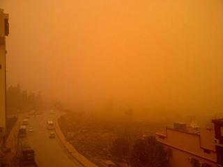 12717829_1775646392658454砂塵嵐に覆われるアルジェリア、トレムセン.jpg