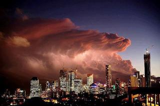 1916735_1092389117472175_オーストラリア、ブリスベンの巨大嵐.jpg