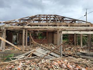 CUN3ExSVEAE3H7l9月28日の台風で破壊された家屋。.jpg