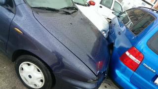 Ca4rxkoW0AA1Xvlクロアチア、ロヴィニ、強風と波で車に被害.jpg