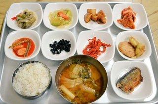 CavZsljUMAAPqepソウル郊外では、これくらいの定食が6000ウォン~。.jpg